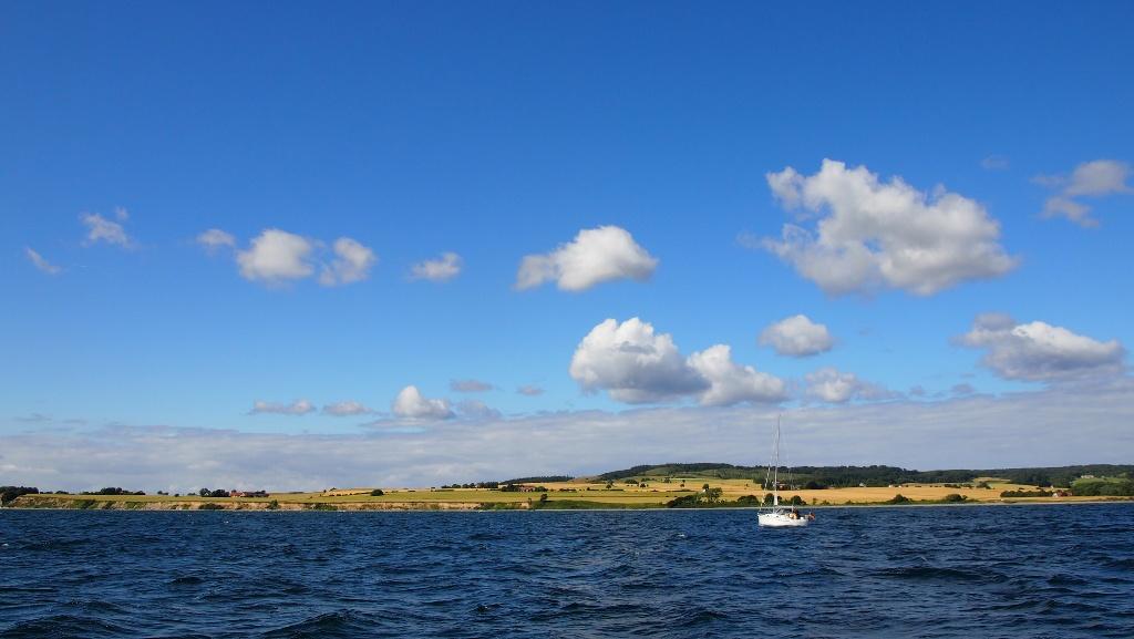 Het eerste deel zijn de krijtrotsen nog niet te zien, maar genieten we al volop van de boottocht.