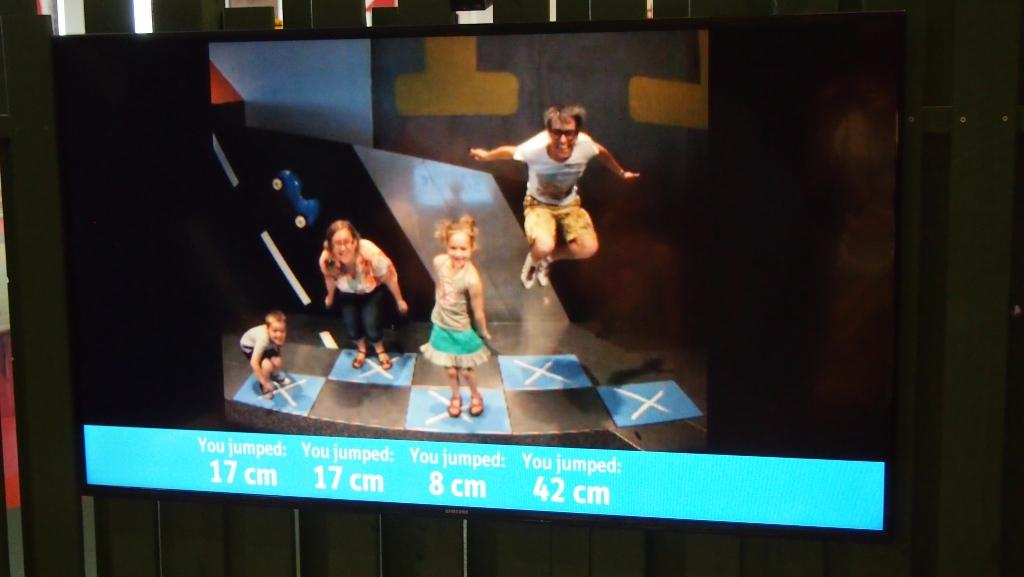 Foto van een beeldscherm, dus een beetje wazig. We moeten zo hoog mogelijk springen bij deze opdracht.