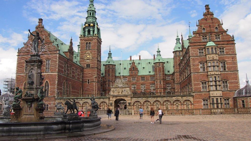 Frederiksborg Slot is van buiten al een plaatje, maar de binnenkant heeft ook mooie tentoonstellingen.
