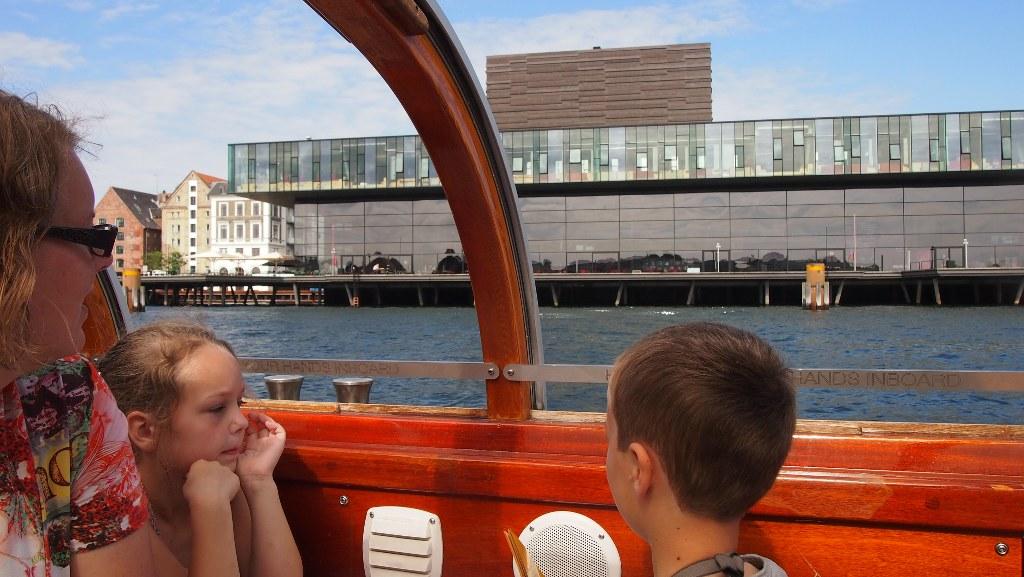 Relaxed orienteren in een nieuwe stad tijdens de rondvaart.