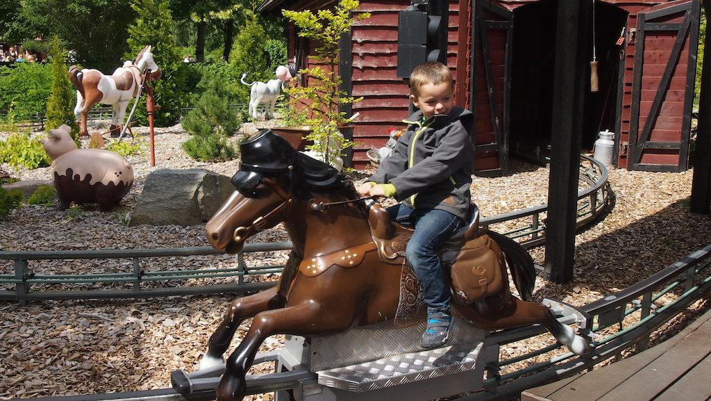 Een bekende attractie voor ons (Julianatoren) en natuurlijk wordt er in Djurs Sommerland ook een ritje gemaakt op de paarden.