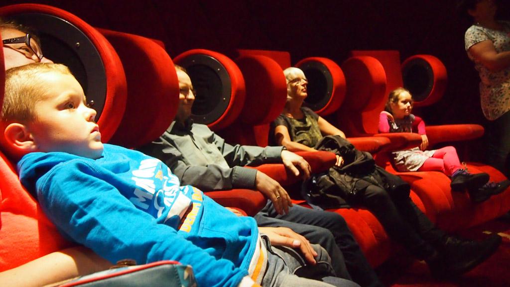 Relax en luister.... Mozart komt uit de hoofdsteunen van de stoelen.
