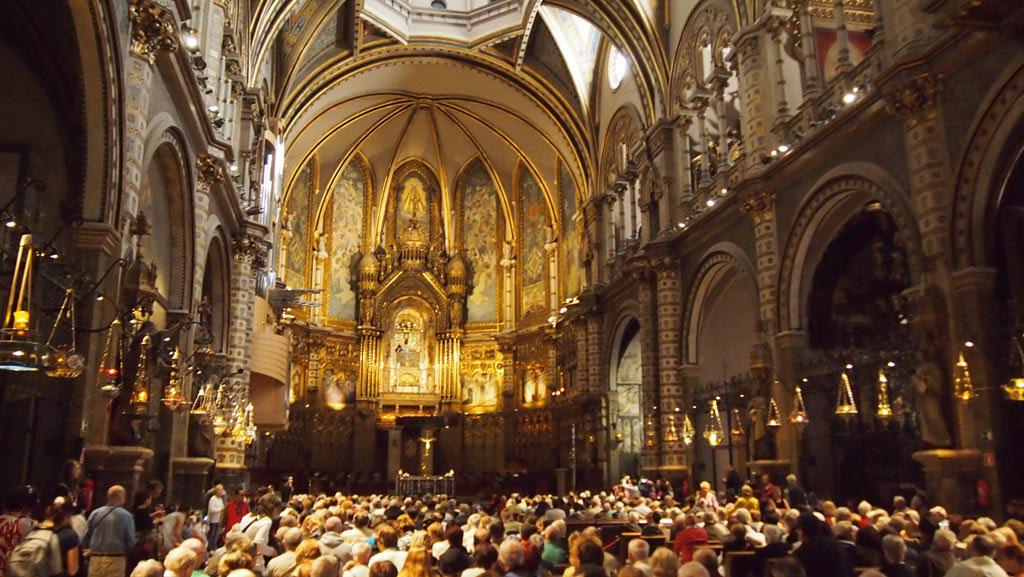 De kerk is helaas te vol om echt te kunnen bekijken.
