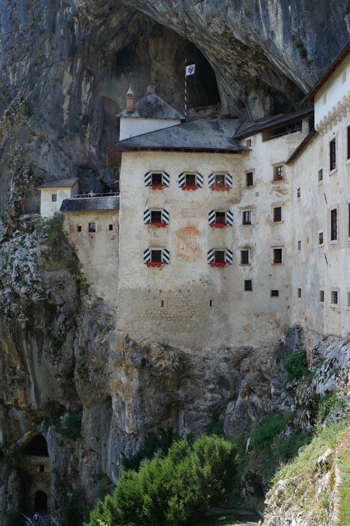 Predjama Castle bij de Postojna grotten.