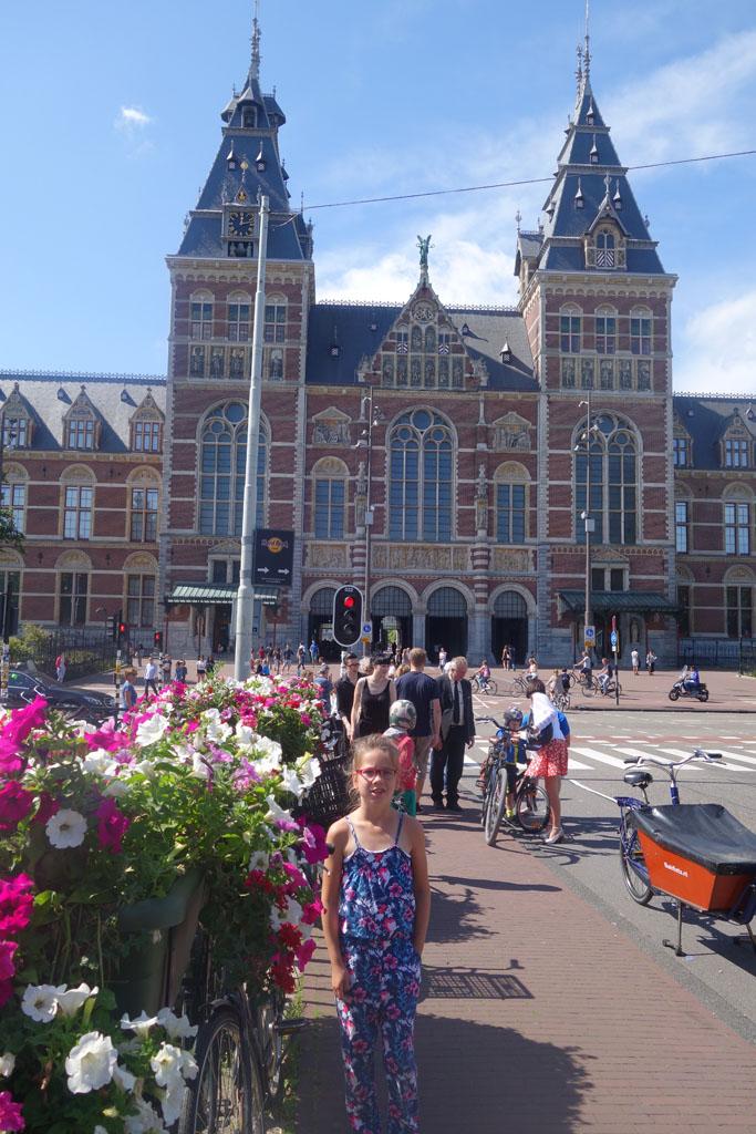 Na 3 kilometer lopen zijn we bij het Rijksmuseum.