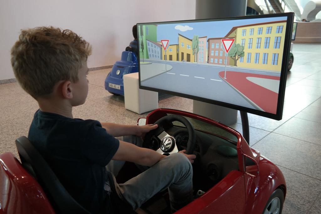 Rij-simulator voor kinderen.