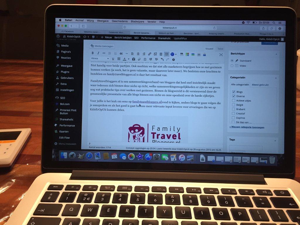 Bloggen: tikken, tikken, tikken, foto's maken, foto's bewerken, video maken, onderwerpen bedenken, planning maken, pitchen enz.
