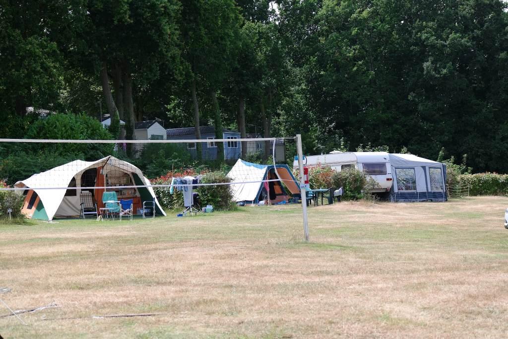 Op camping Le Balcon de la Baie vind je ruimte kampeerplekken.