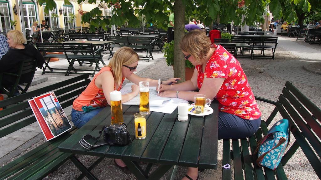 Werkoverleg tijdens de blogreis naar Salzburg.