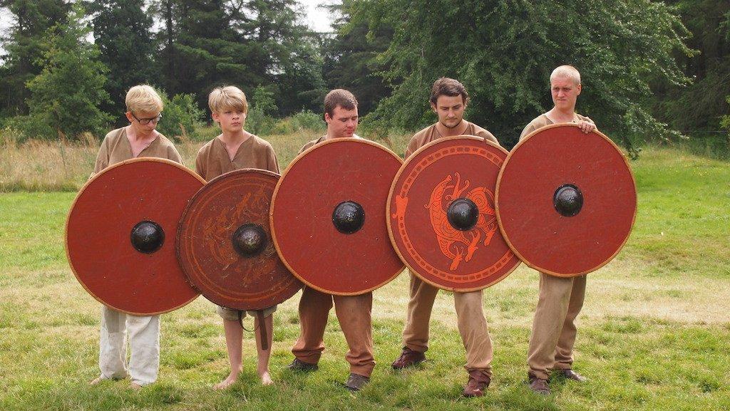 Kinderen mogen vechten met de Vikingen en leren ook hoe ze zich kunnen verdedigen.