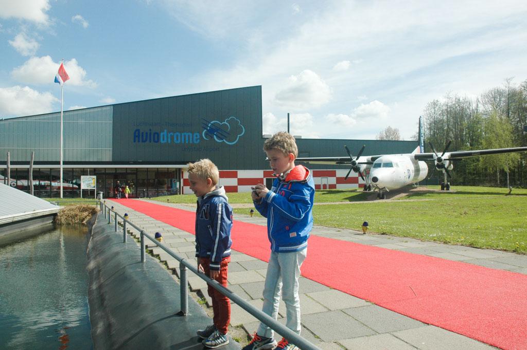 De rode loper ligt uit voor de bezoekers van Aviodrome.