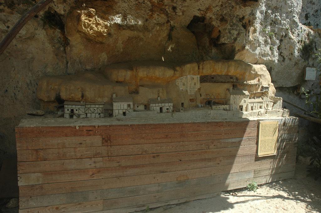 In Roc de Gazelle: een maquette van de grotwoningen die tot 40 jaar geleden nog werden bewoond.