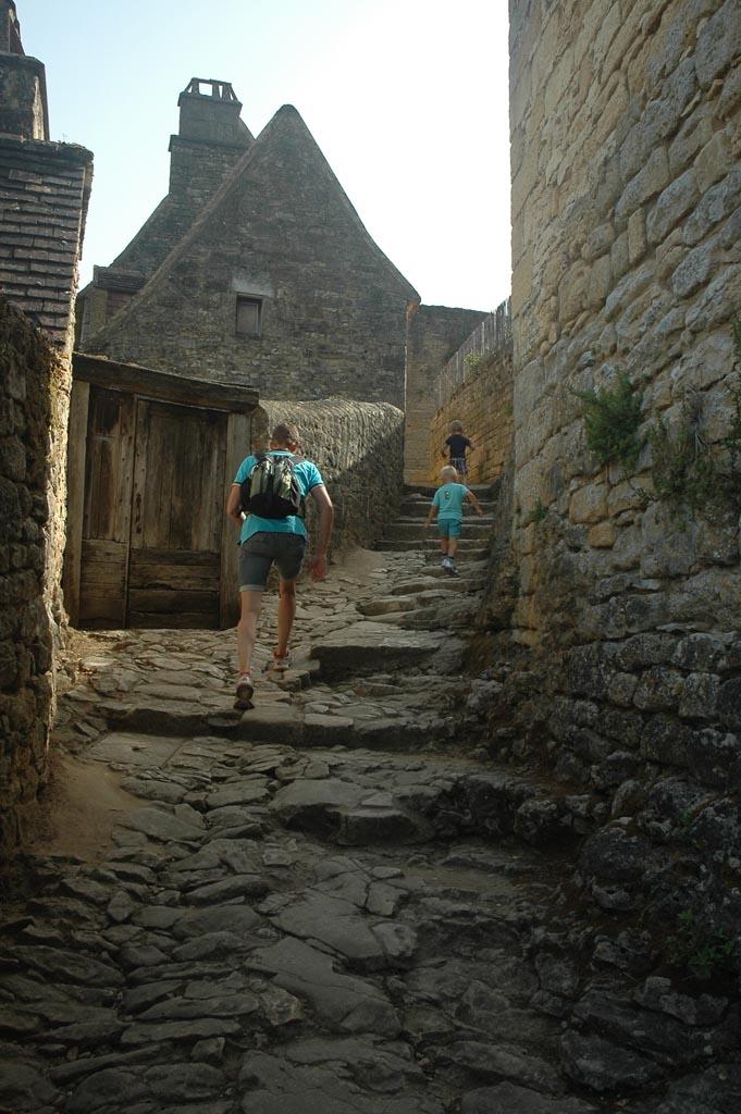 Klim omhoog naar chateau Beynac.