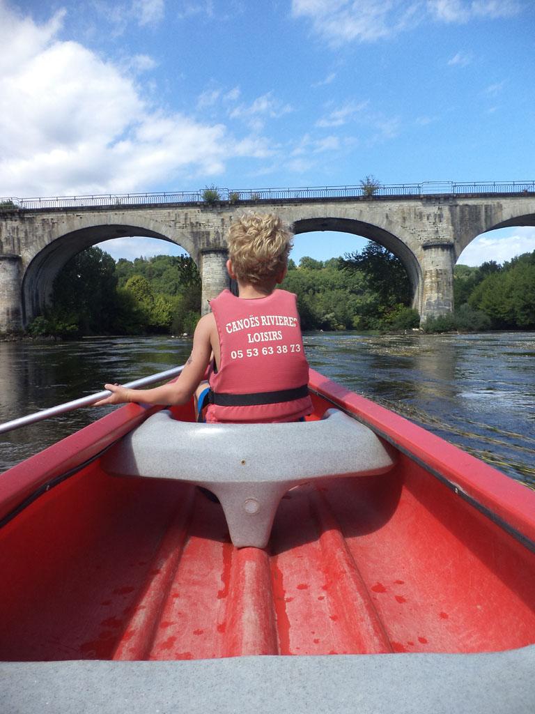 Vanuit een kano beleef je de Dordogne weer op een hele andere manier.