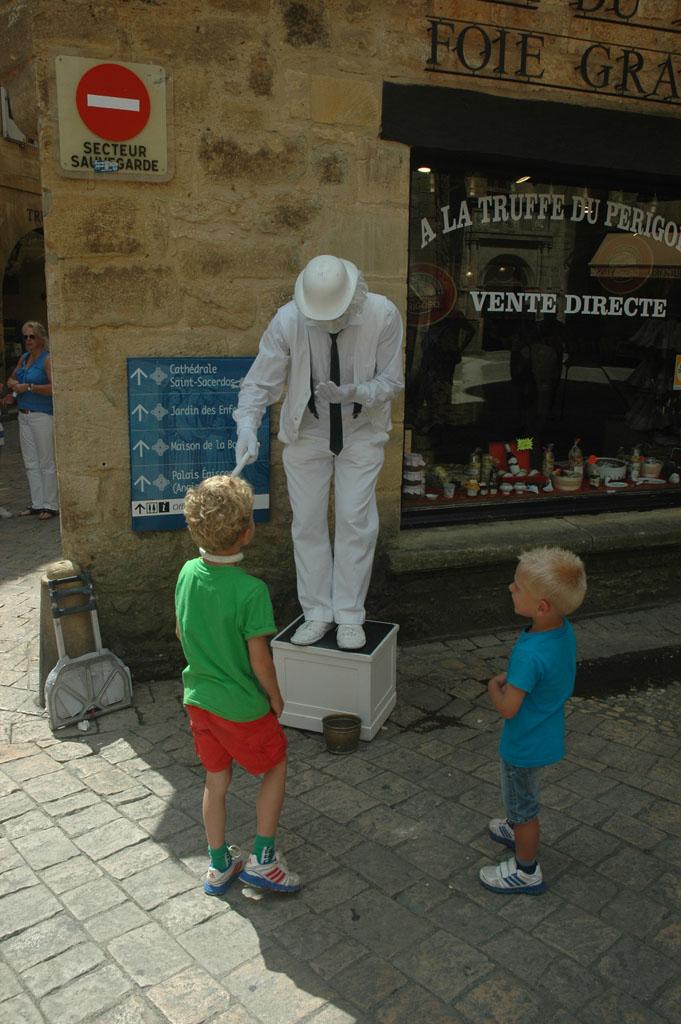 Cultuur en theater op straat in Sarlat.