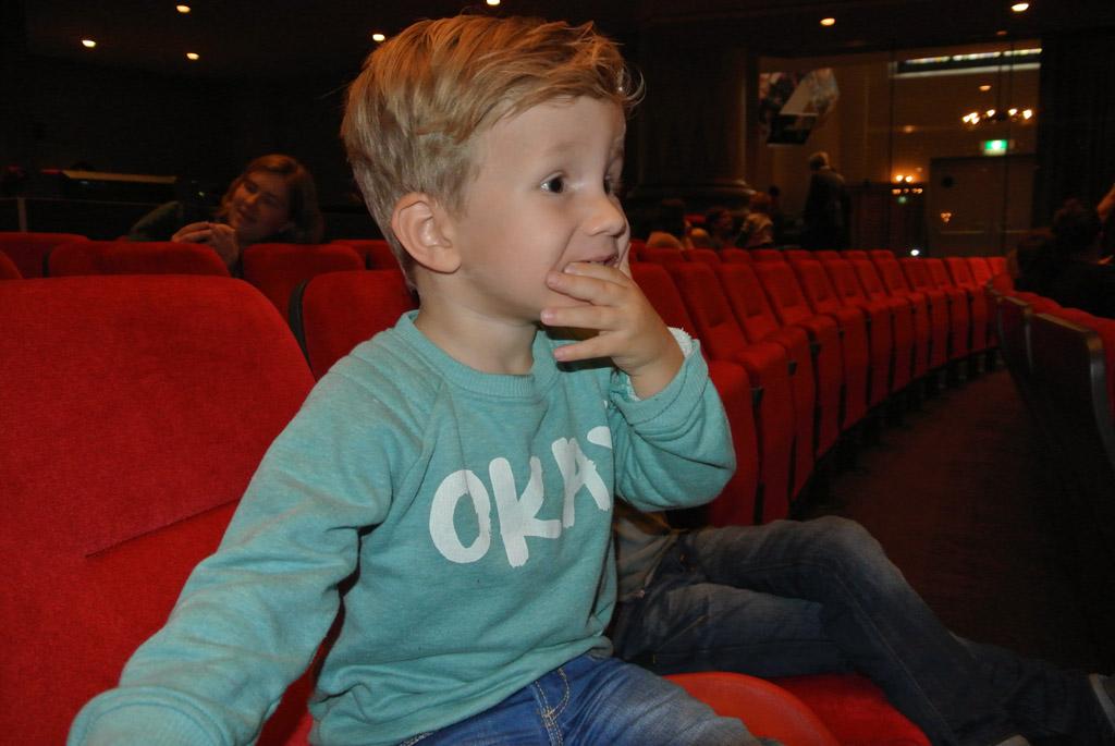 Zo'n eerste keer naar het theater is best spannend!