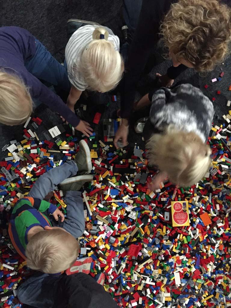 Lekker bouwen tussen alle blokjes.