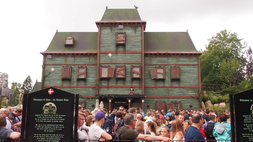 Een paar keer twijfelden we over het spookhuis, maar daar stond altijd een hele lange rij. Die hebben we dus overgeslagen.