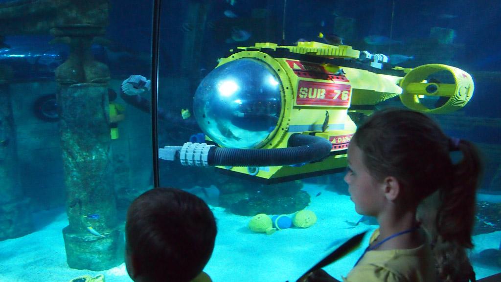 In het aquarium zien we zelfs duikers en onderzeeërs van LEGO.