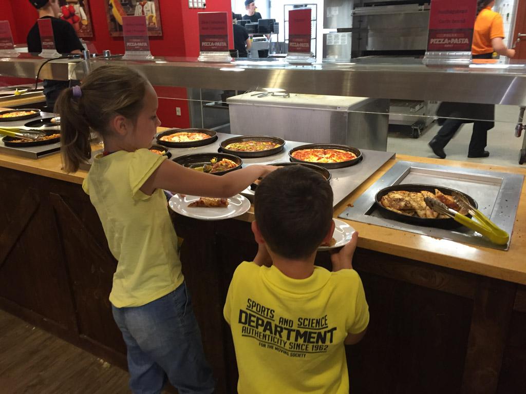 Grote verwennerij voor de kinderen: onbeperkt pizza eten!