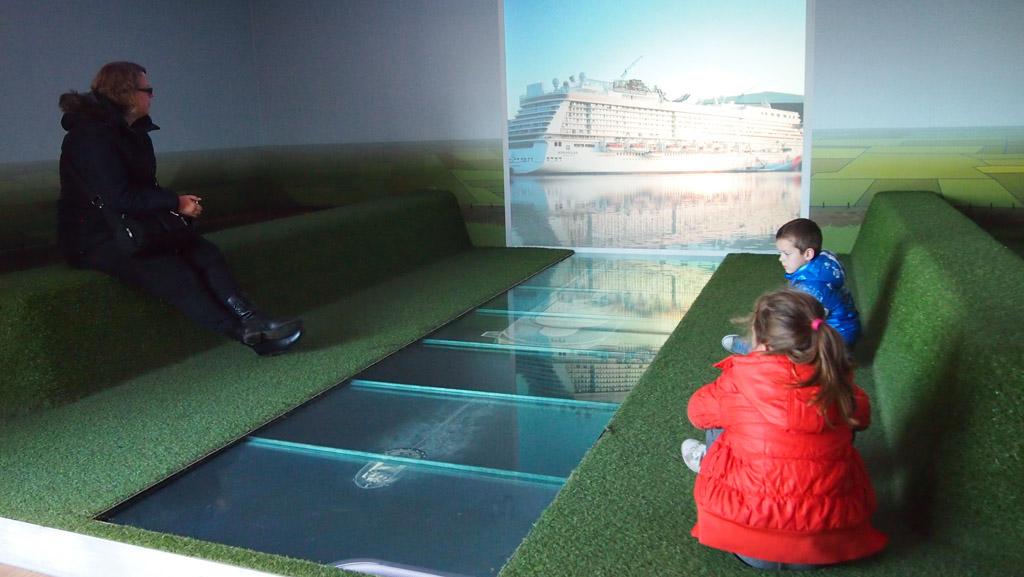 Bij de Meyer Werft zien we ook hoe 2x per jaar de cruiseschepen naar zee gaan.