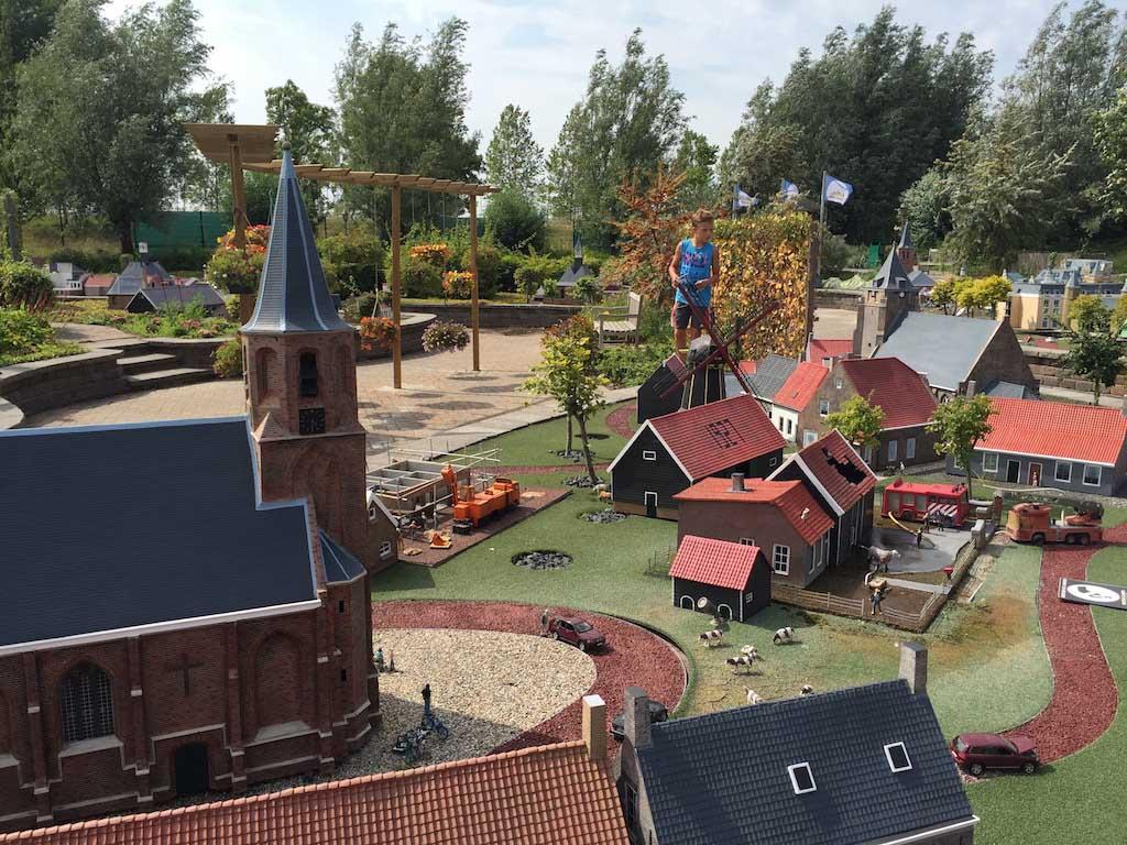 De steden van Walcheren in miniatuur bekijken.