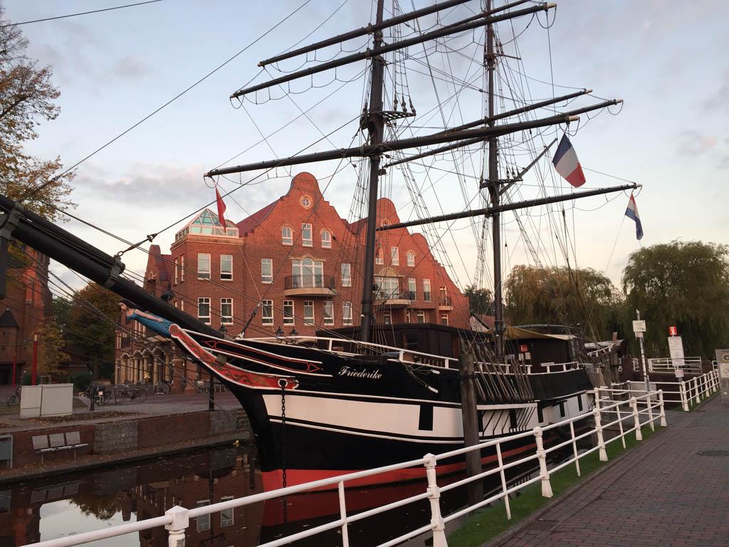 Een van de historische schepen in Papenburg.
