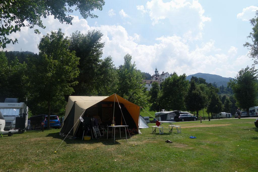 Onze kampeerplek vanaf de voorkant gezien.