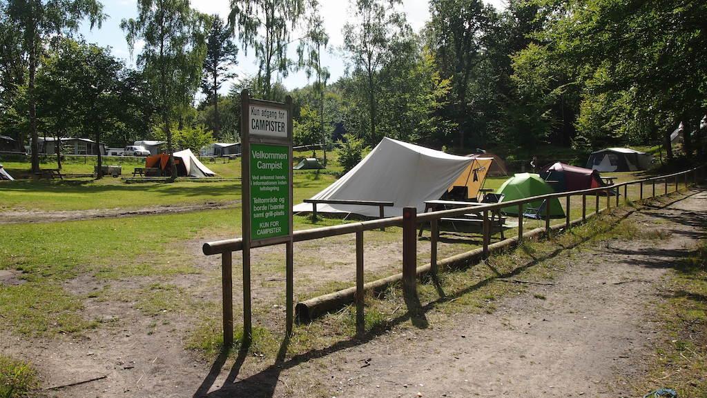 Het kampeerveldje waar de kanovaarders meestal kamperen.