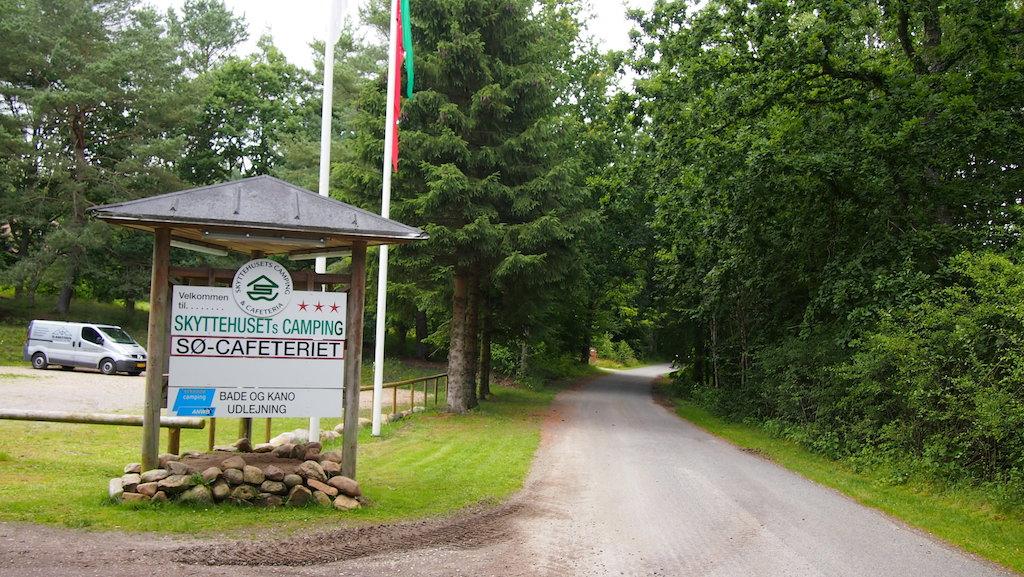 Skyttehusets Camping ligt in het bos.
