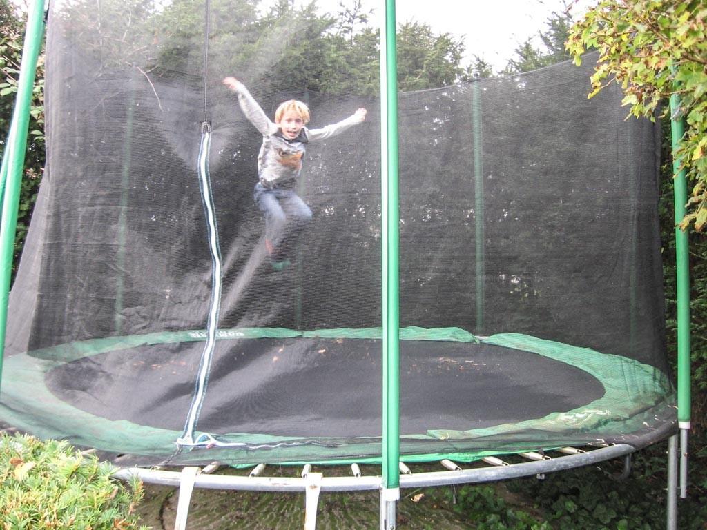 De trampoline is veruit favoriet bij zoonlief.