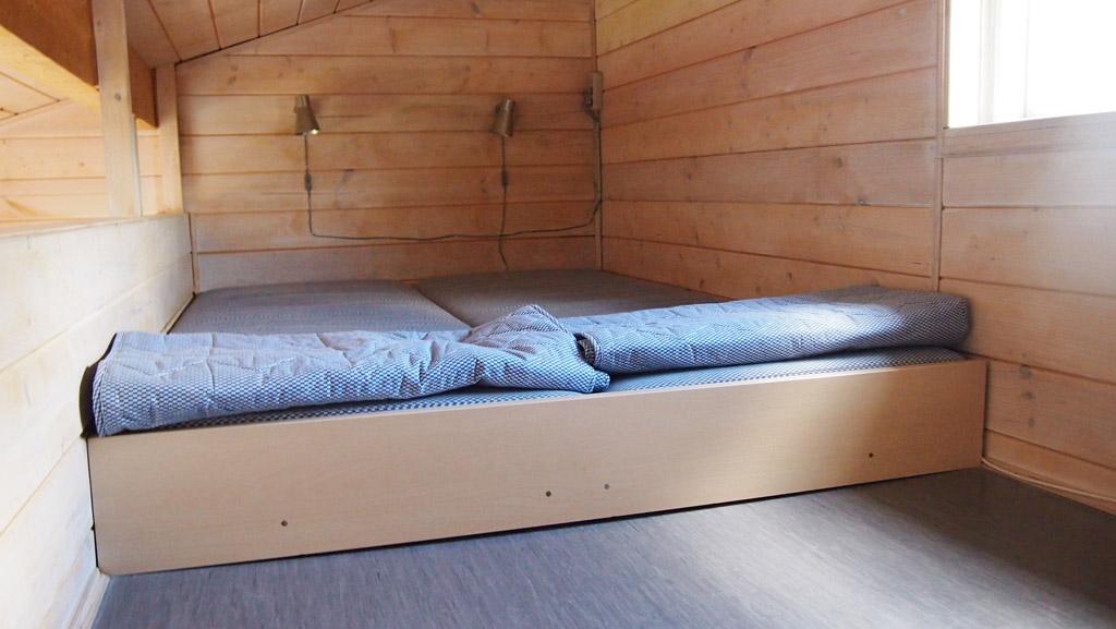 Het bed op de vide.