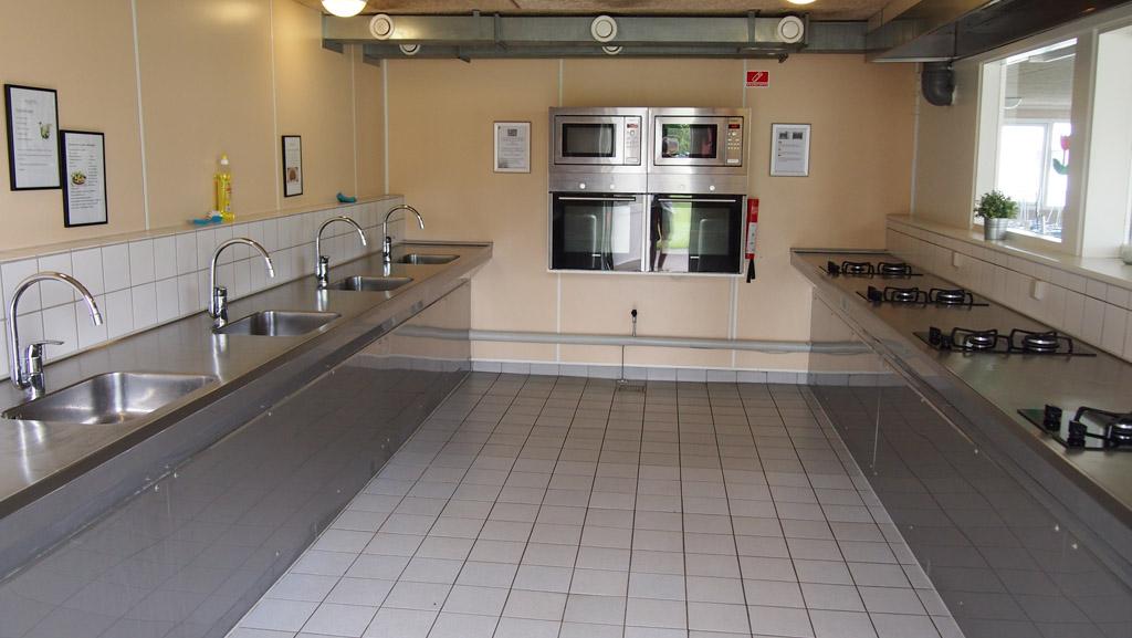 De gemeenschappelijke kookruimte.