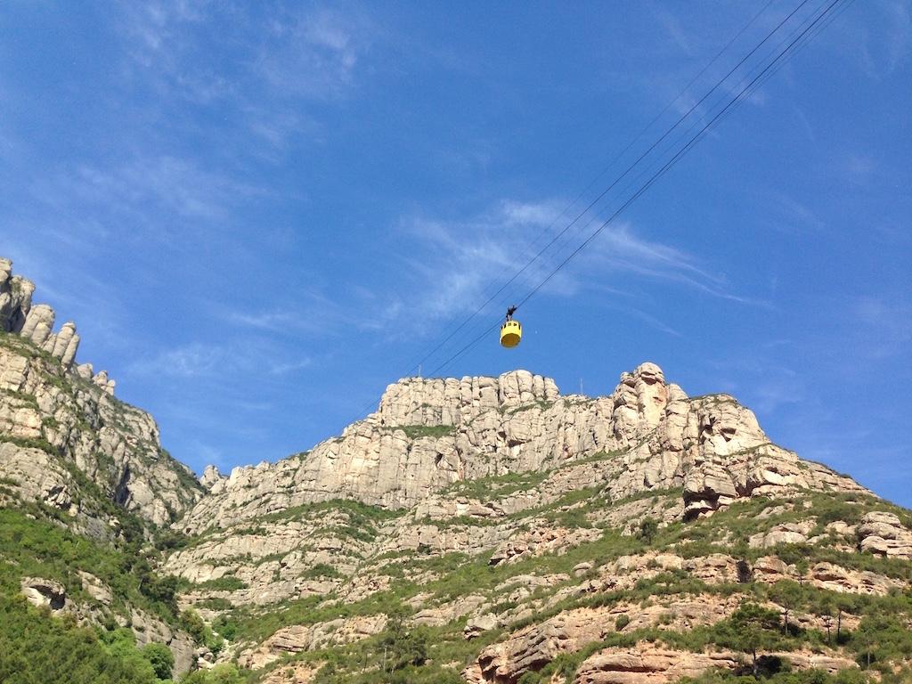 Het kabelbaantje de berg op.