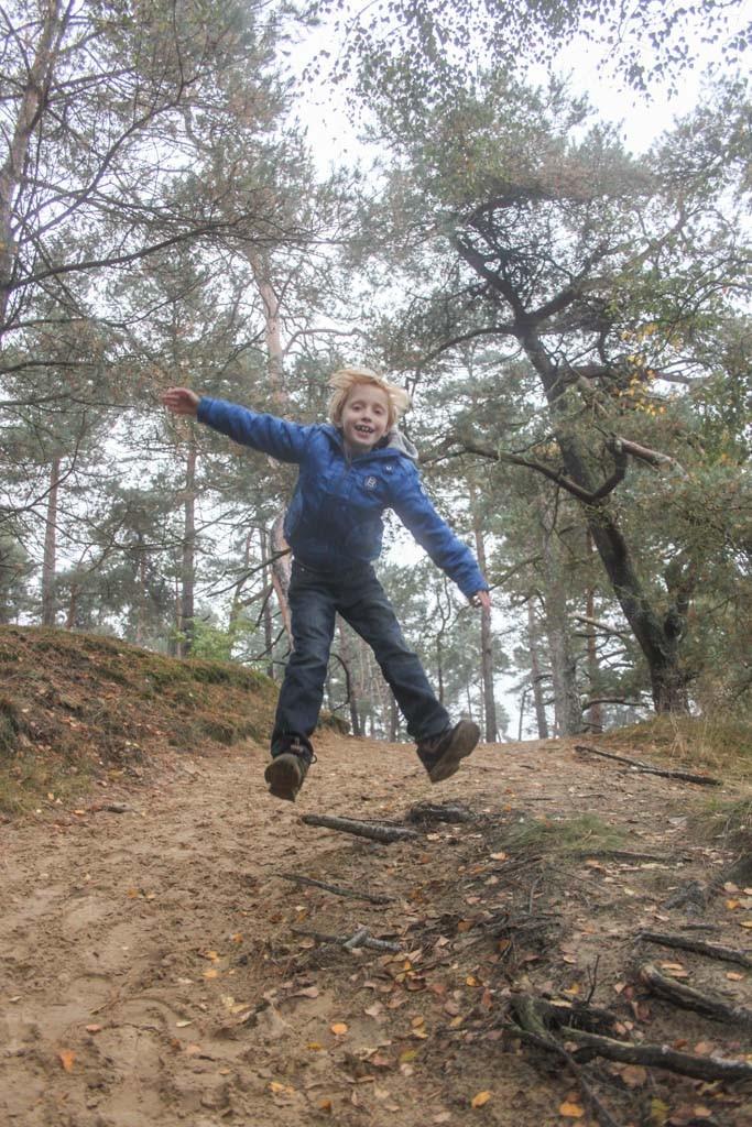 Op de Hoge Veluwe kunnen kinderen hun energie goed kwijt.