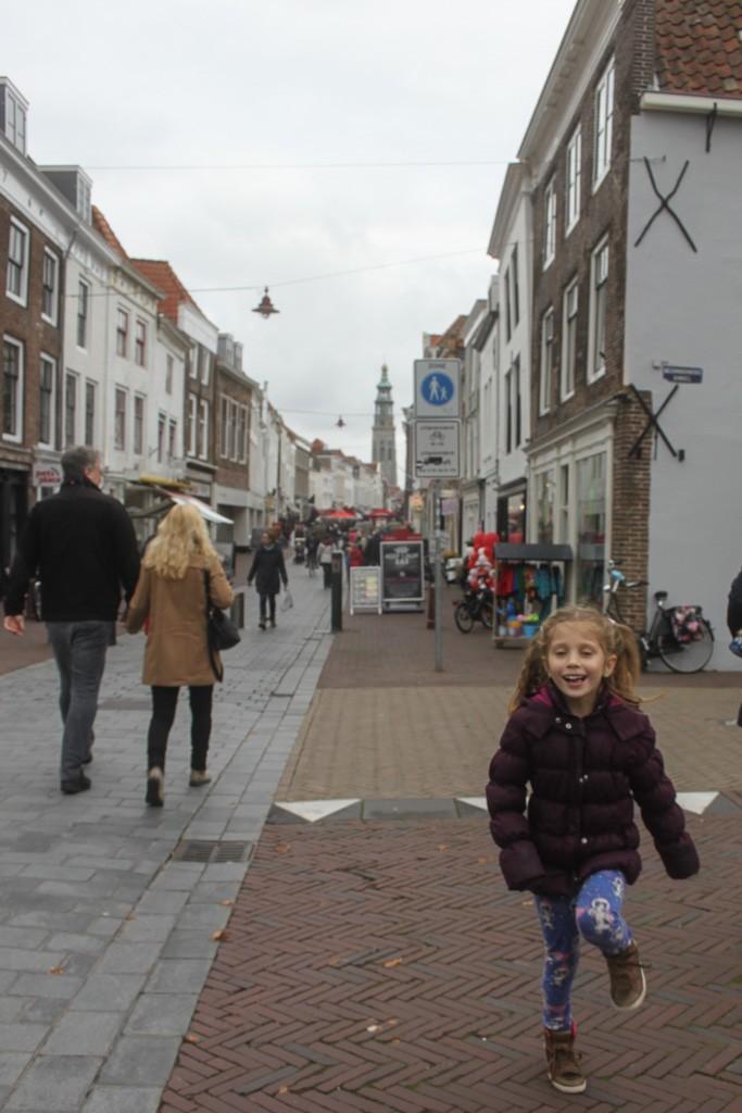 Ook de jongste geniet van de stad Middelburg.