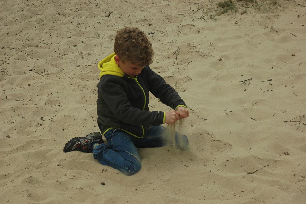 Spelen in het zand.