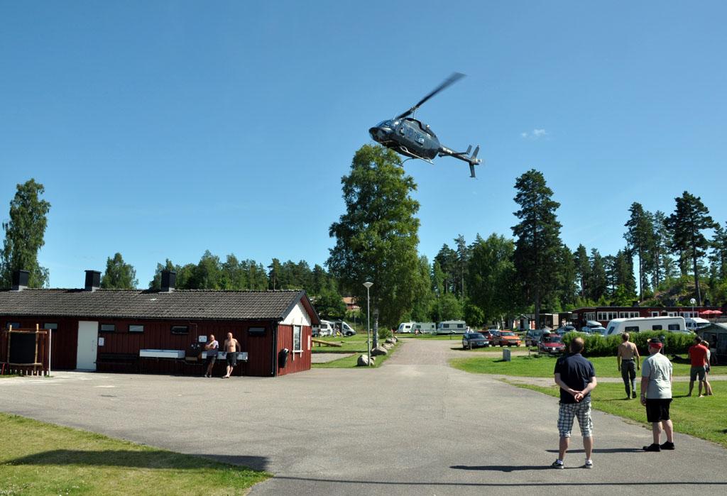 Vanaf de camping wordt een helikoptervlucht georganiseerd. Thomas laat deze kans niet aan zich voorbij gaan.