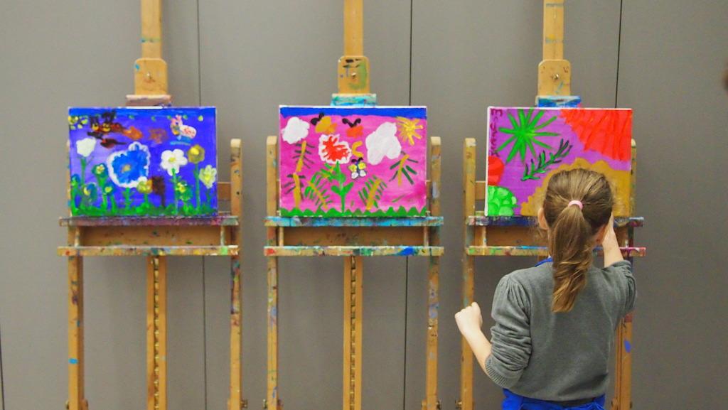 Maureen vertelt ons wat ze geschilderd heeft en welke technieken ze heeft gebruikt.