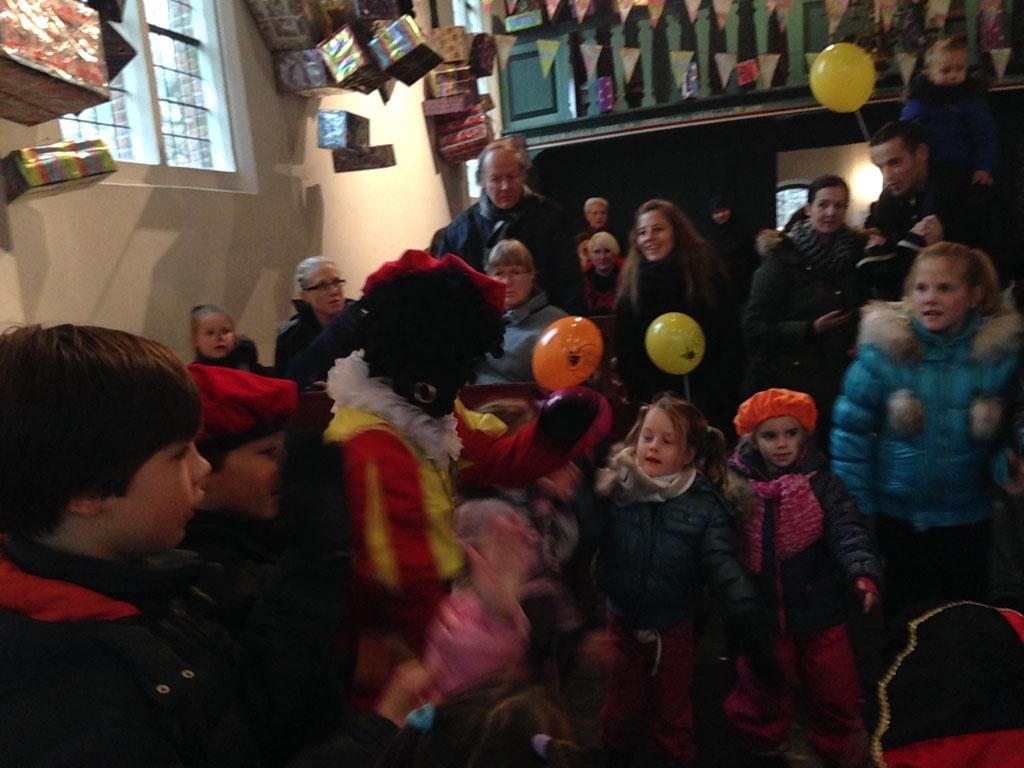Dansen met Zwarte Piet.
