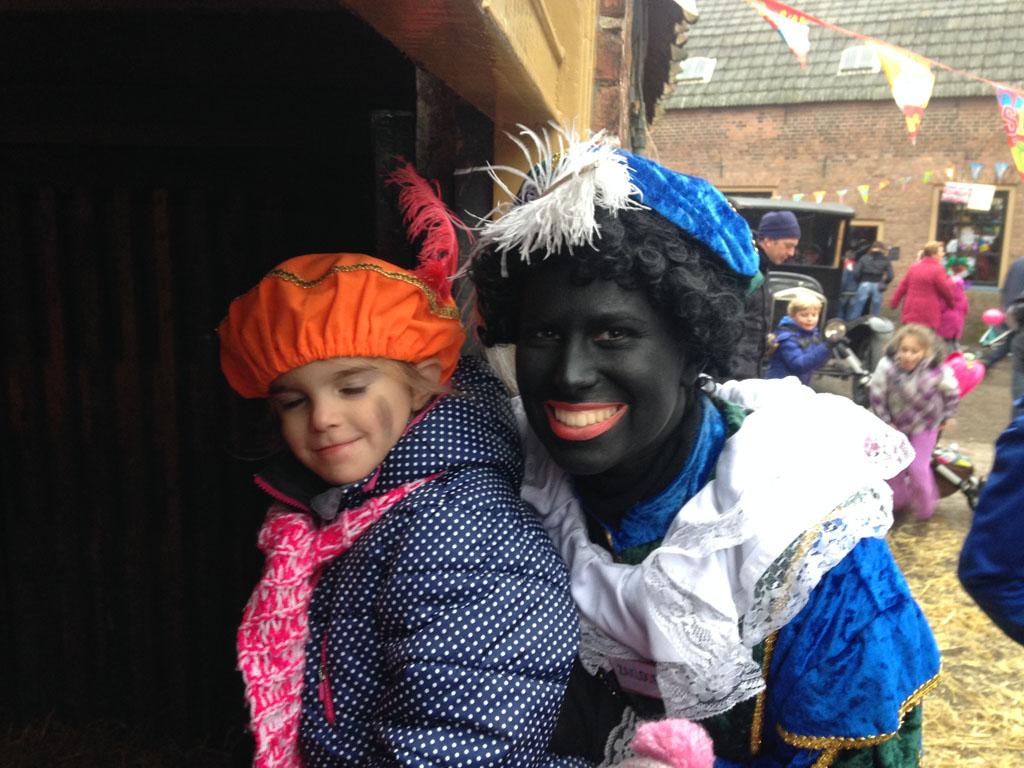 Met Zwarte Piet op de foto.
