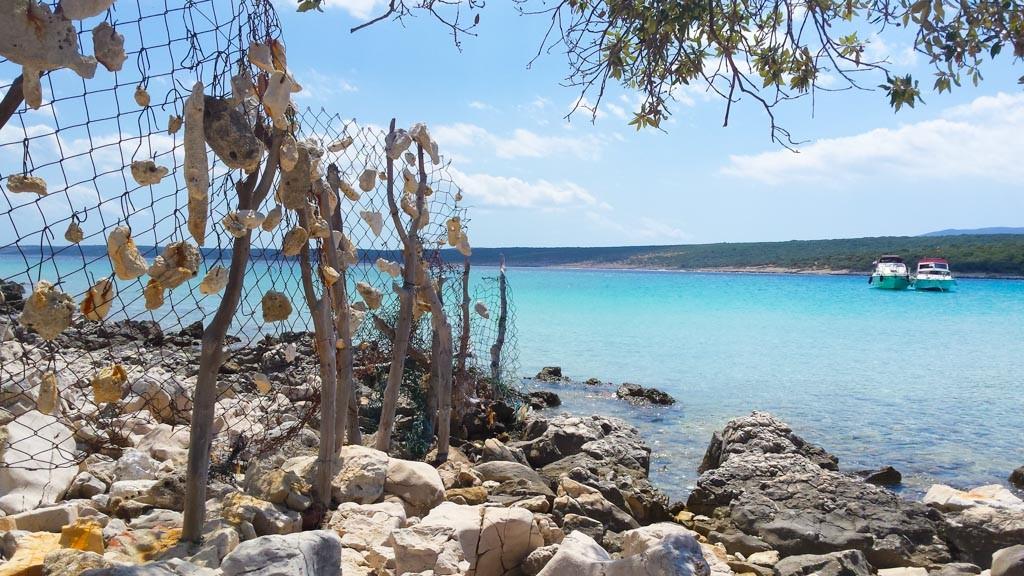 De wandeling wordt beloond met een heerlijke duik in het kraakheldere frisse water.