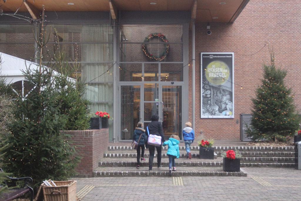 De ingang van het museum.