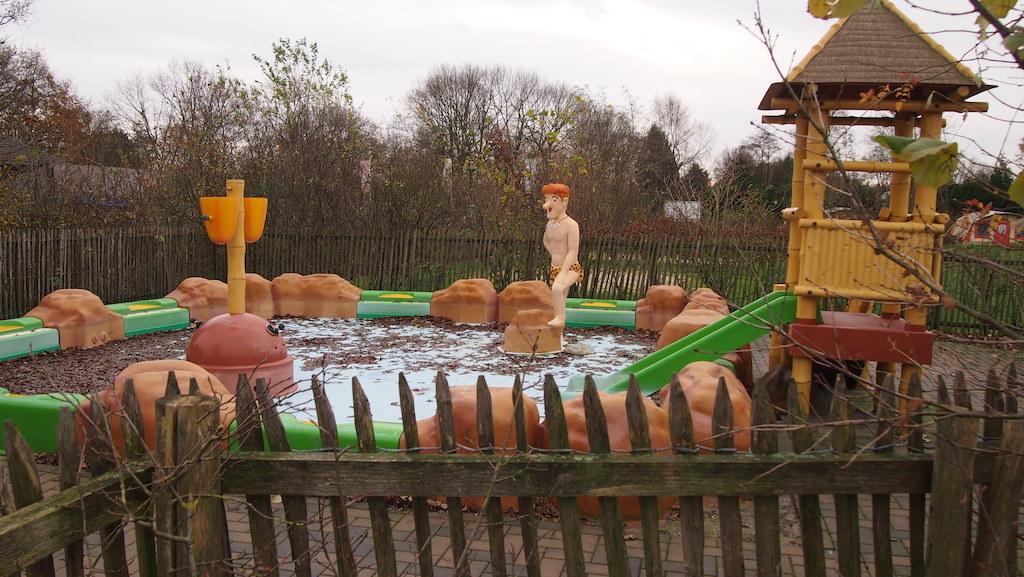 In de zomer is er een pierenbadje.