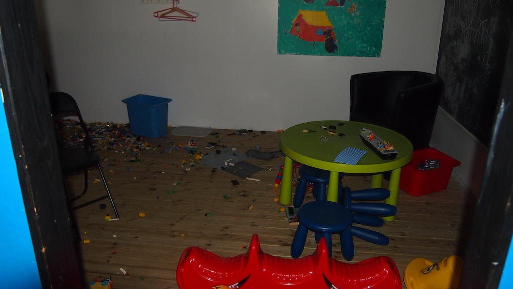Voor de jongere kinderen is er een aparte ruimte met heel veel Lego.
