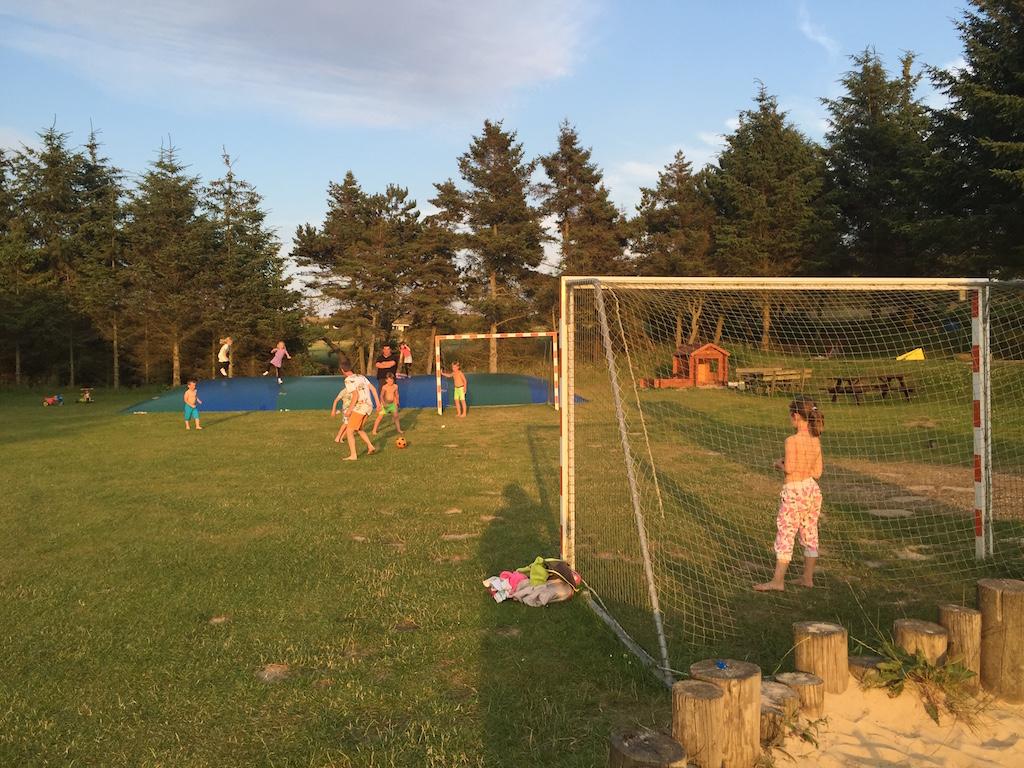Voetballen.