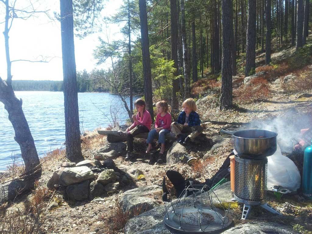 Picknicken doen we tijdens onze wandelingen onderweg met onze biobrander. Als je meer tijd hebt kun je een klein kampvuurtje maken.