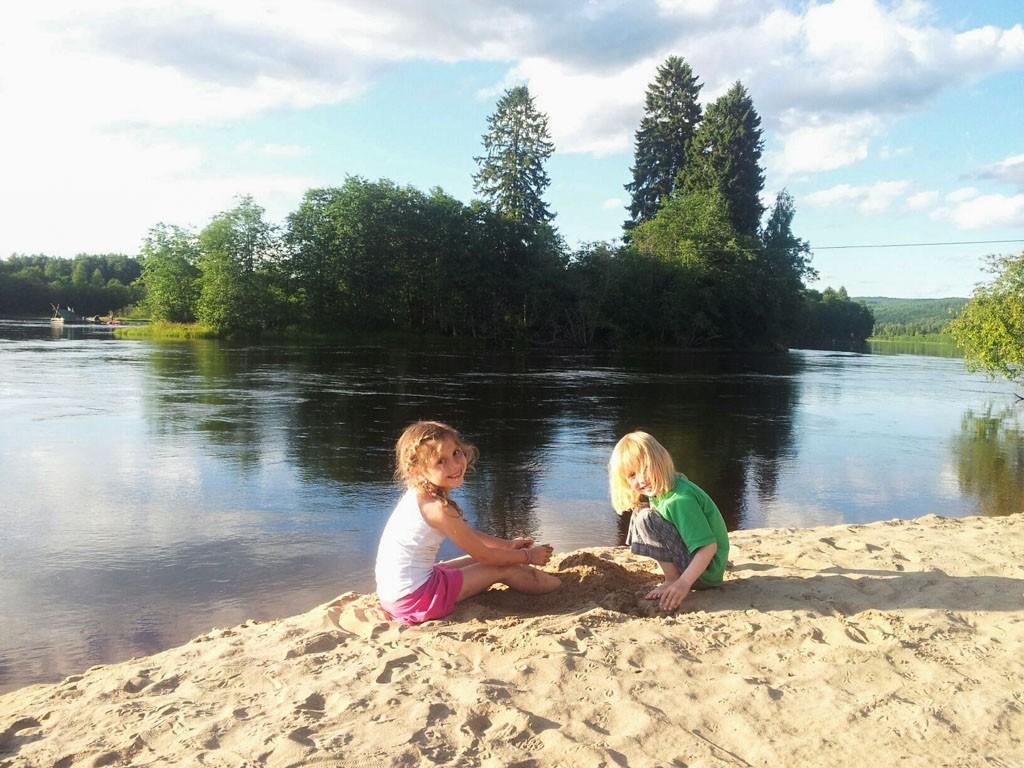 Zand een water, veel meer hebben kinderen vaak niet nodig om zich te vermaken. En daar heeft Zweden genoeg van!