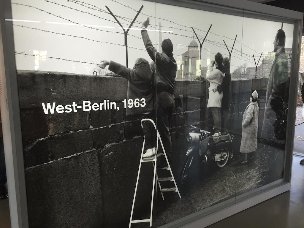 In 1963 konden de Oost- en West-Berlijners nog naar elkaar zwaaien.