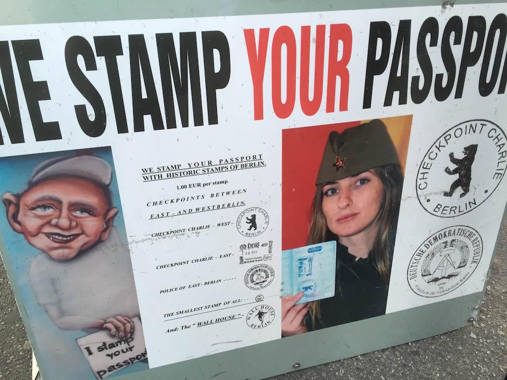 Je kan hier nog je paspoort laten stempelen....